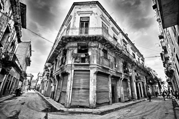 old damage building and street of havana