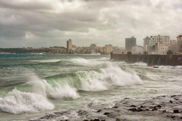Tropical storm with huge waves in Havana
